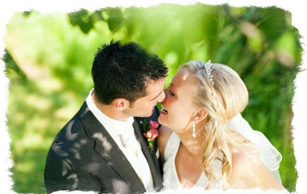 Двое залезли на будущую невесту