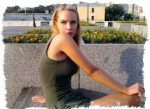 Фото- Джулия Ванг в начале модельной карьеры