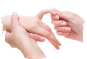 родинка на мизинце левой руки значение