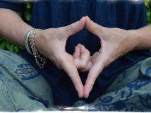 Йога пальцев — основные мудры  для начинающих