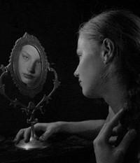 Гадание с зеркалом: на суженого, со свечой, отзывы