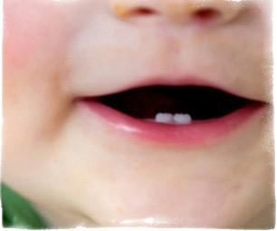Первый зубик - приметы и обычаи