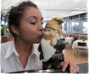 Как вызвать гнома поцелуйчика?
