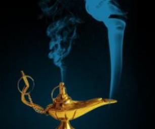 Дух исполняющего желания вылетает из лампы (арт)