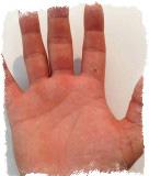 родинка на указательном пальце левой руки значение