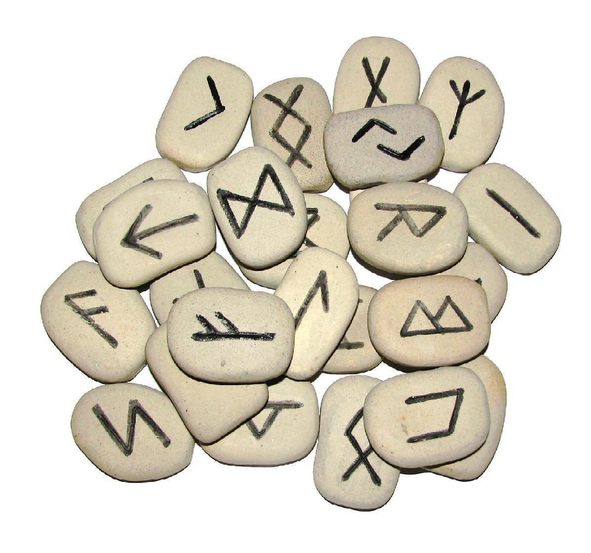 Полная расшифровка сочетаний двух или трех рун    Формулы рун и их комбинации для разных целей