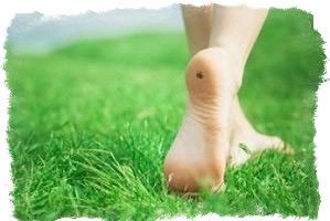 к чему чешется левая нога ступня приметы