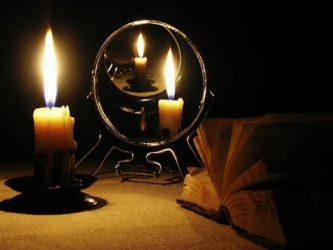 Приворот с помощью зеркала и свеч