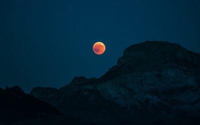Красная луна для белого приворота