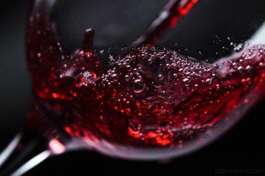 Красное вино поможет приворожить парня
