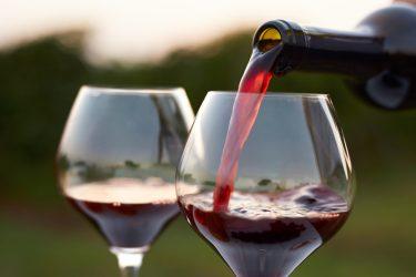 Красное вино поможет приворожить женатого мужчину
