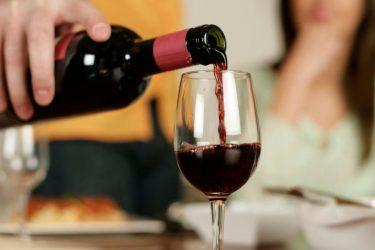 Красное вино поможет приворожить жену